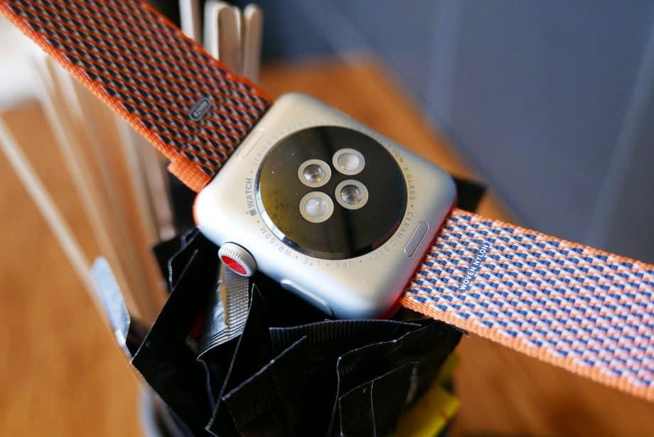 Тыльная сторона Apple Watch 3