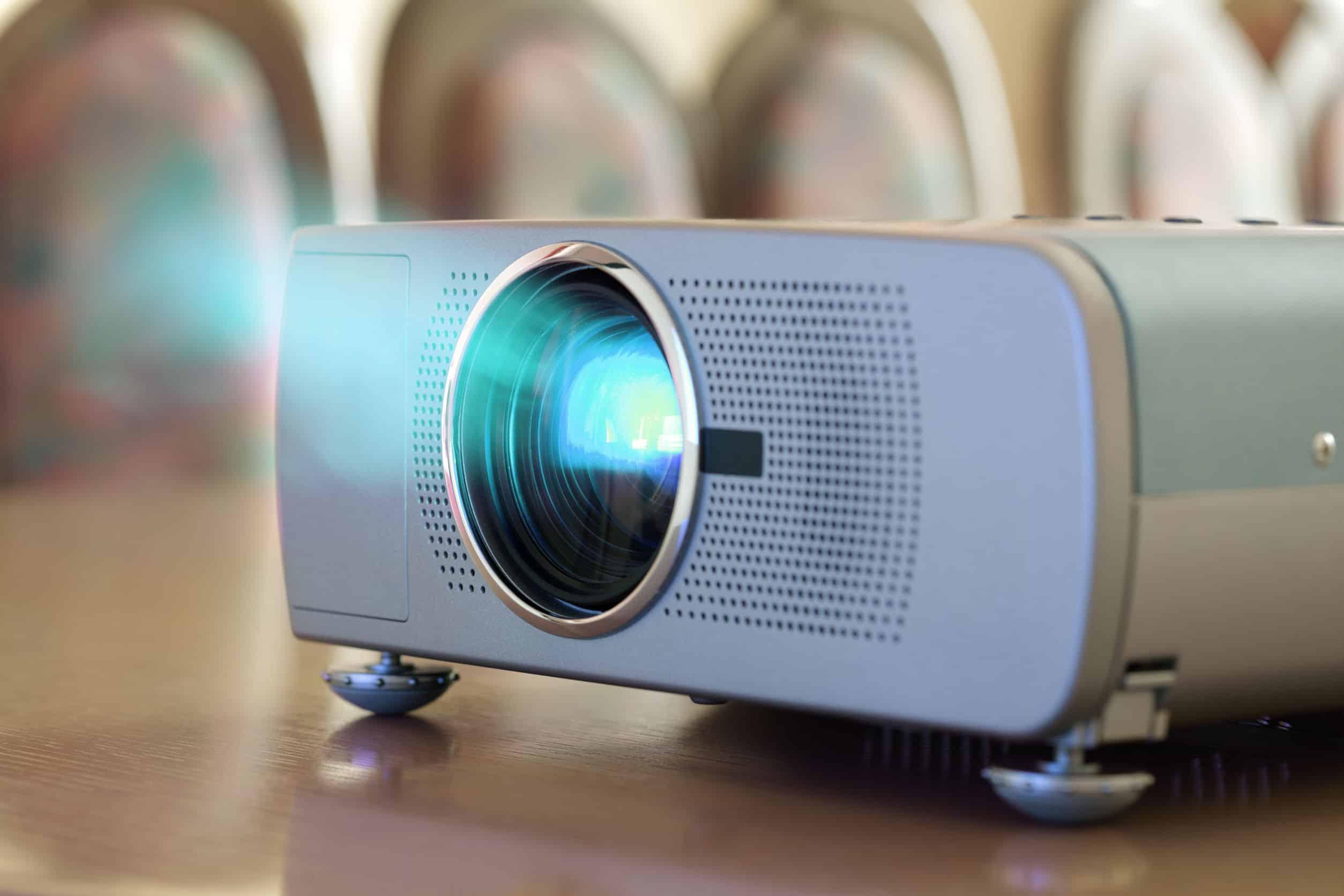 Как выбрать проектор для дома, чтобы подключить к компьютеру, смартфону, DLNA или еще как