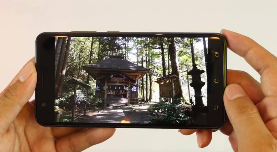 Экран у ASUS Zenfon 3 Zoom