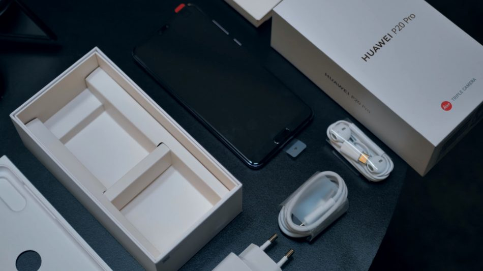 Комплектация Huawei P20 Pro