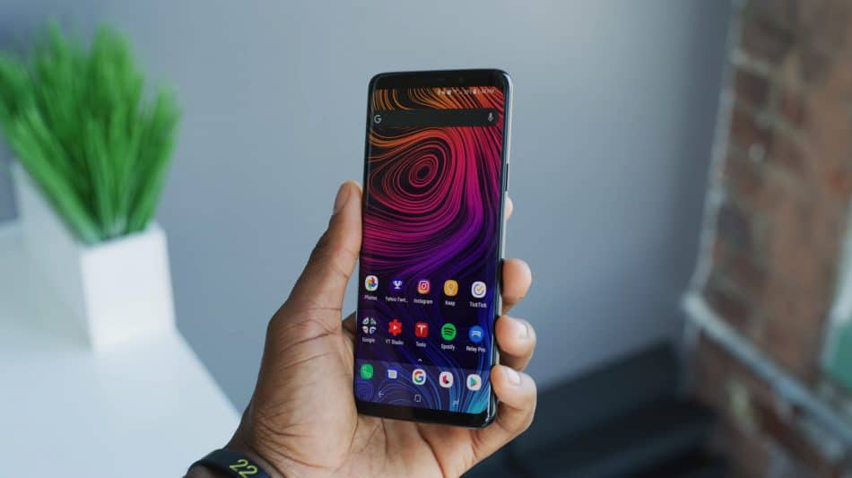 Экран смартфона Samsung Galaxy S9