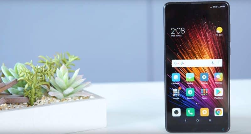 Дисплей смарфона Жертвой же таких стилевых решений стала функция разблокировки «по лицу», так как датчик вынесен в нижнюю правую часть смартфона и не всегда точно срабатывает. Клавиши включения и регулировки громкости, расположенные с боковой стороны, динамики и микрофон не изменились с момента релиза Xiaomi Mi Mix 2.