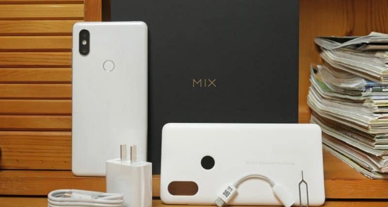 Комплектация: смартфон, сетевой адаптер, переходник на 3,5 Jack, USB-кабель, инструмент для извлечения лотка SIM, краткая инструкция, гарантийный талон