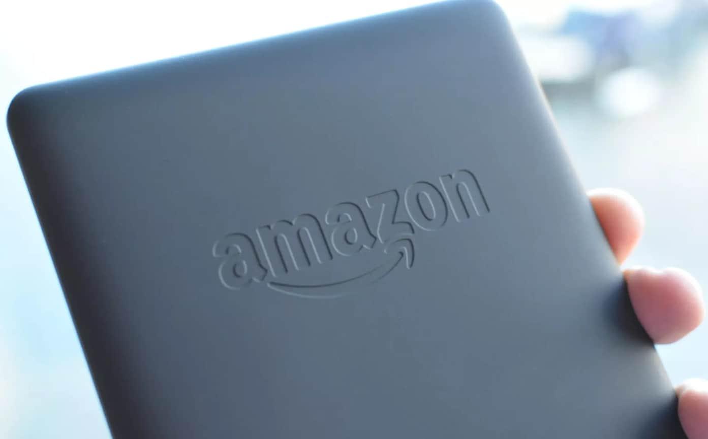 Логотип Amazon на задней крышке