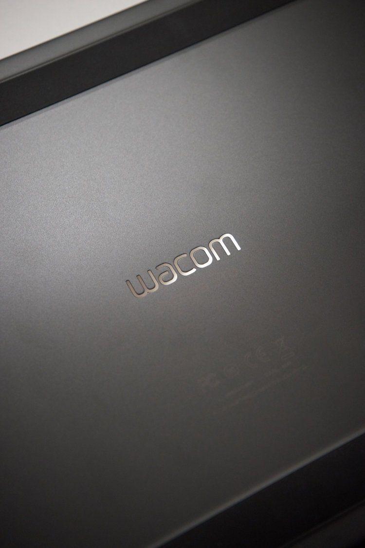 Надпись на тыльной стороне Wacom Intuos Pro L