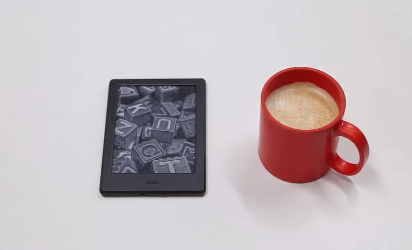 Сравнительный размер корпуса читалки Amazon Kindle 8