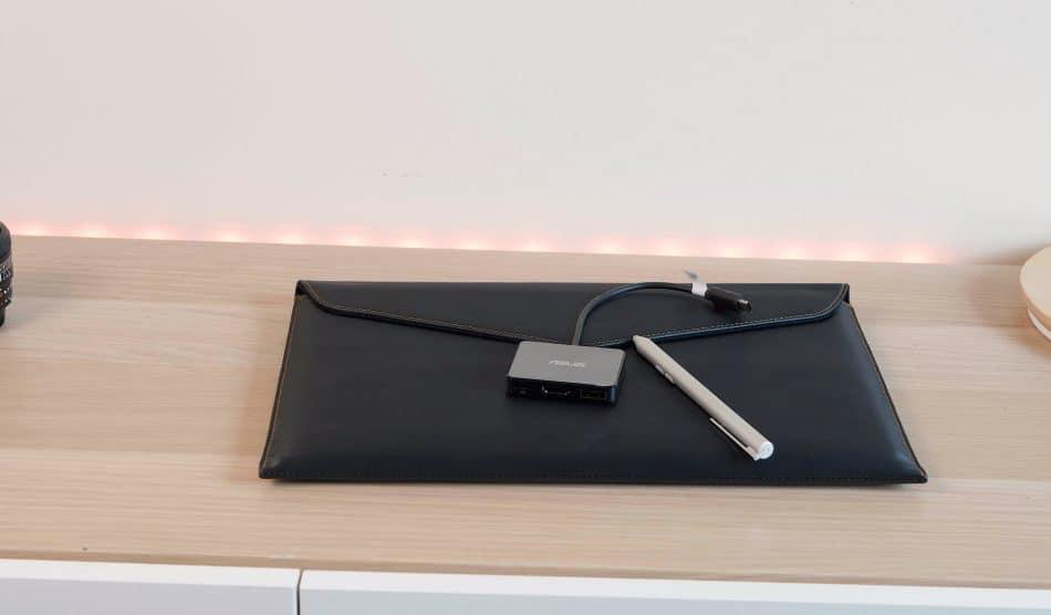 Комплект поставки Asus ZenBook Flip S