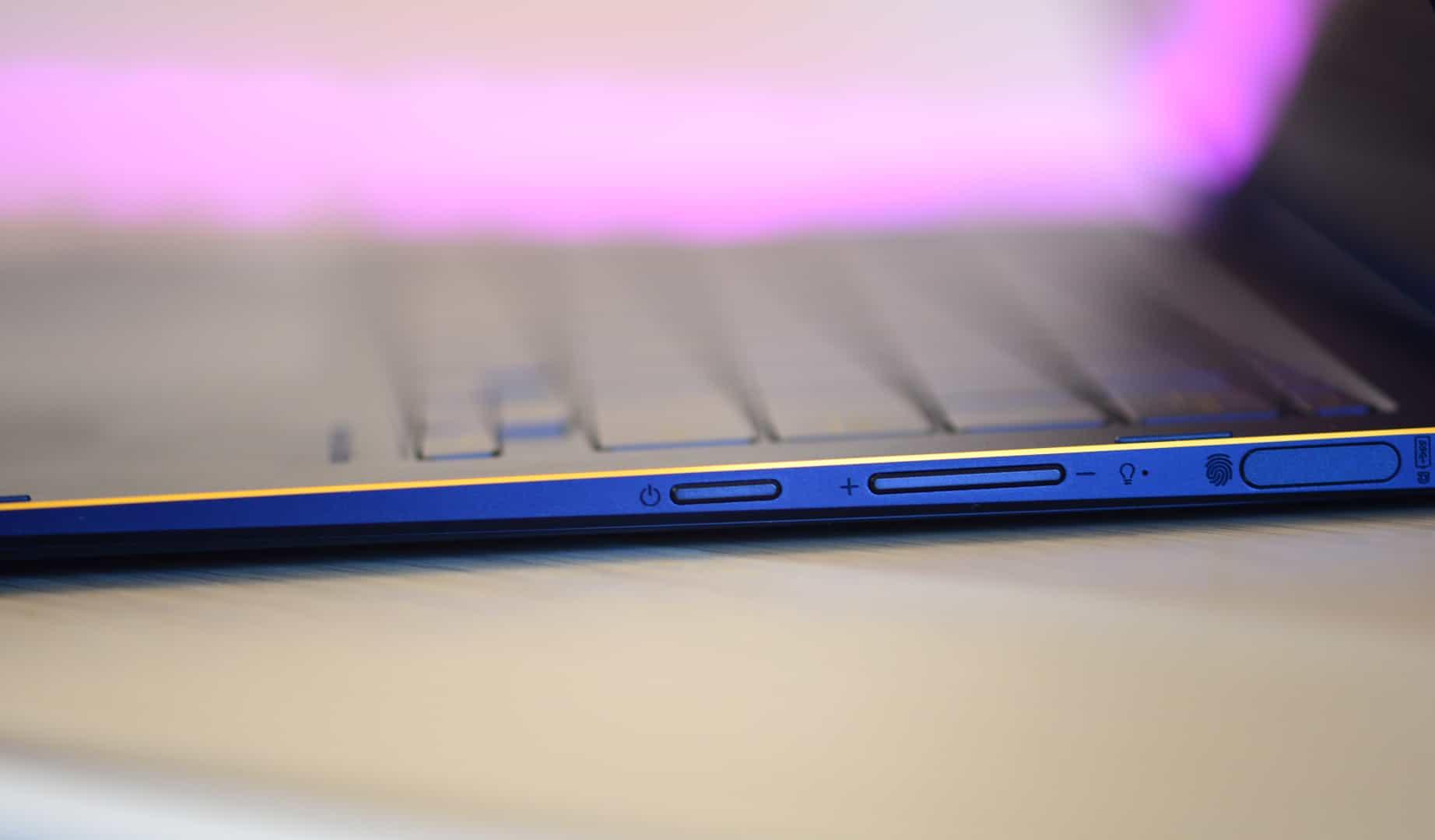Боковая грань Asus ZenBook Flip S
