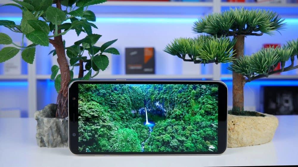 Экран у Samsung Galaxy J8