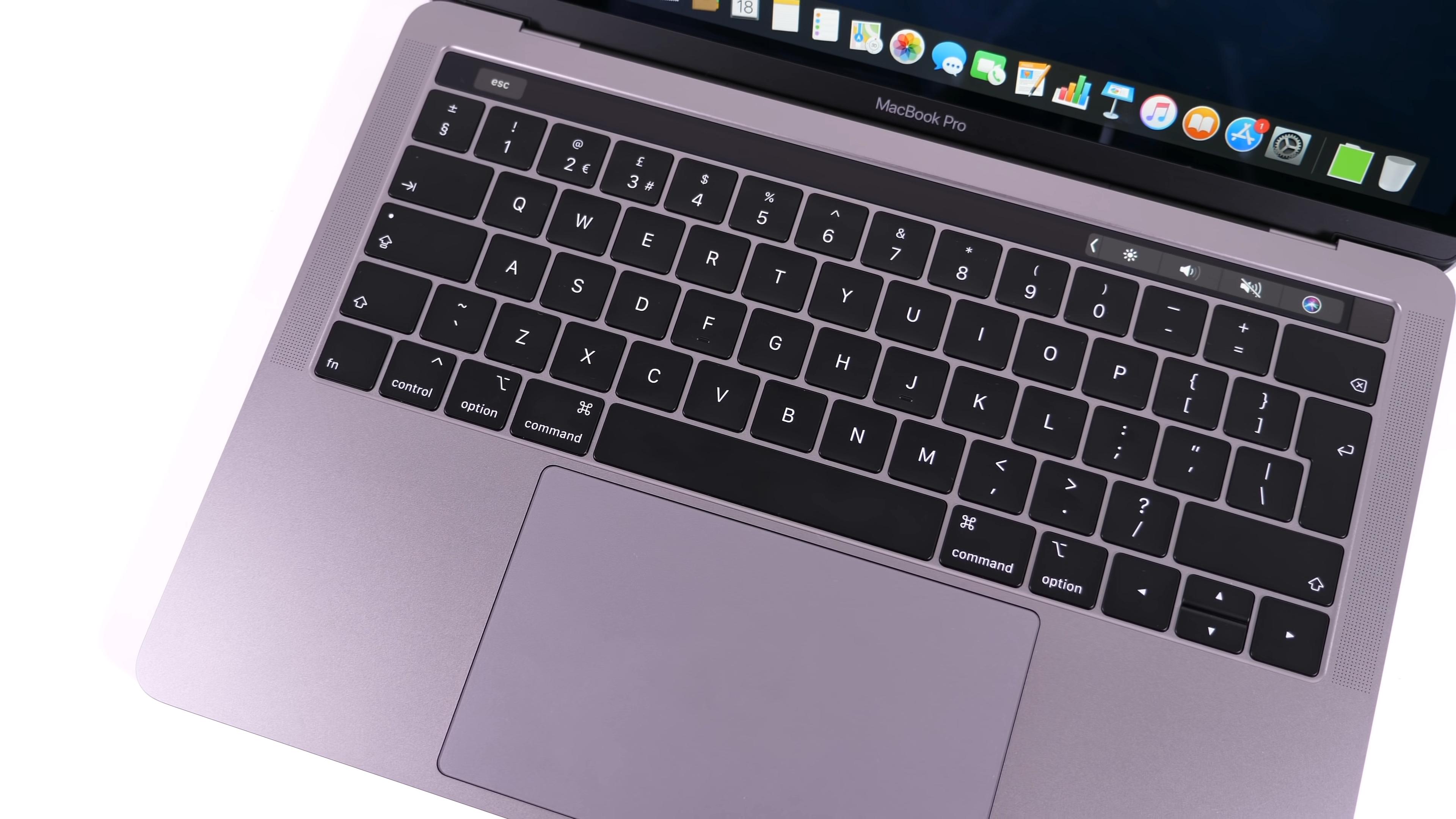 Удобная клавиатура и большой тачпад
