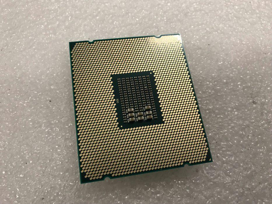 Тыльная сторона Процессор Intel Xeon E5-2660 V4