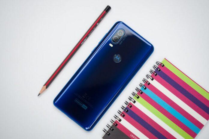 Motorola на столе