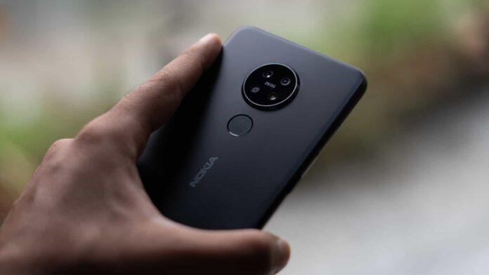 Nokia 6.3 в руке