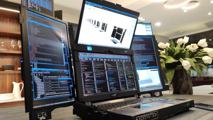 ноутбук с 7 дисплеями
